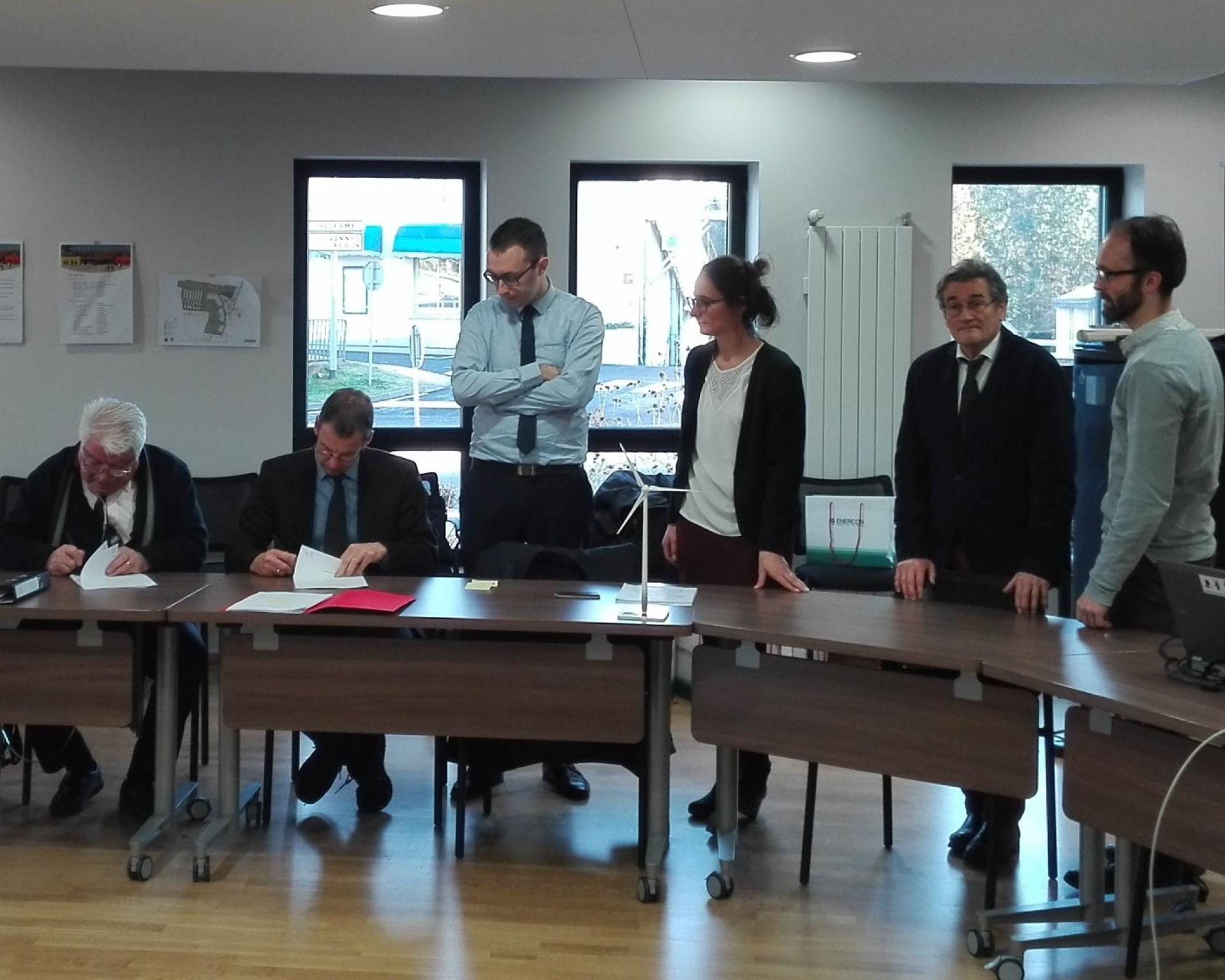 Signature du pacte d'associés de la société avec la collectivité